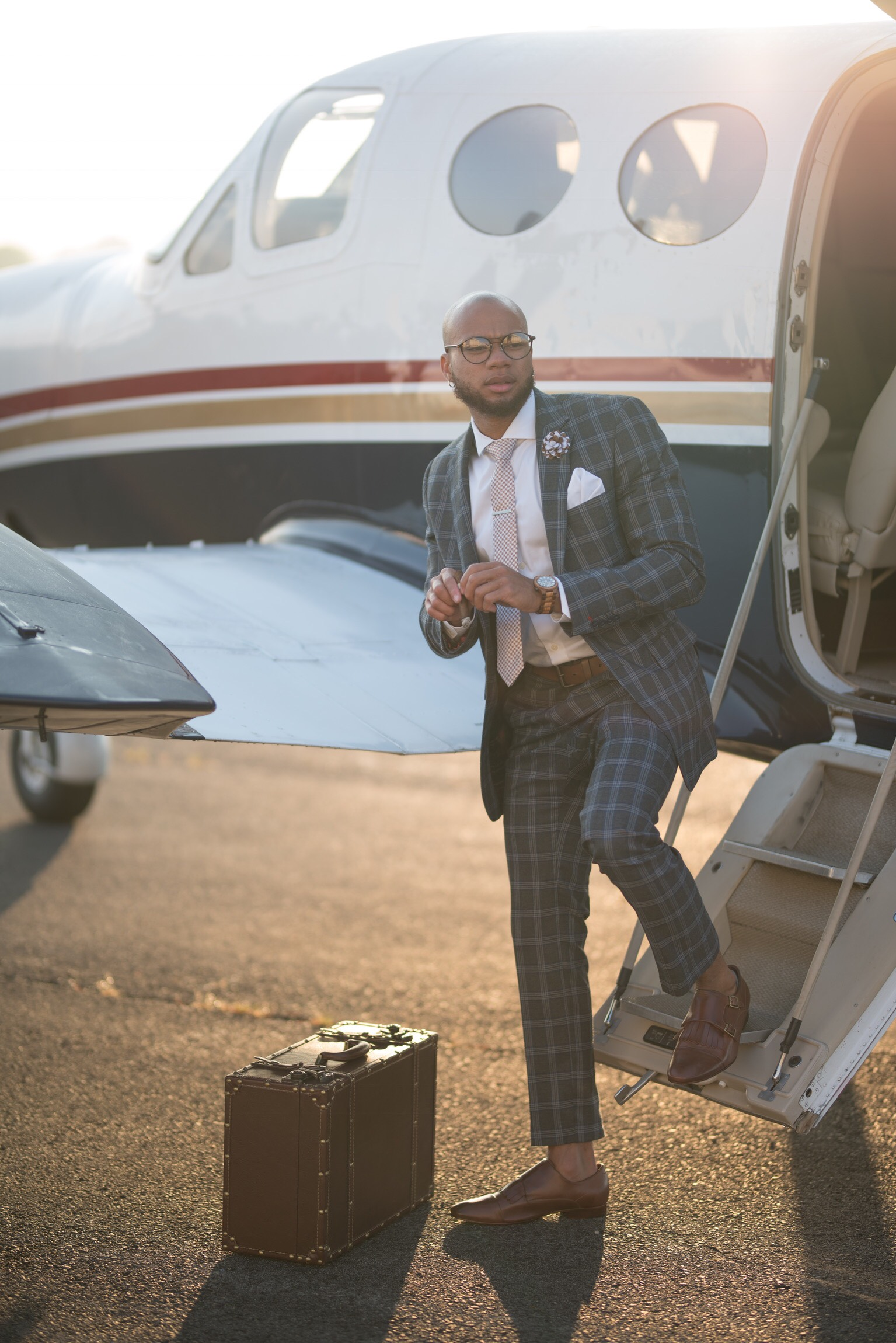 Eric Jones rocking his suit and his shoe Brand